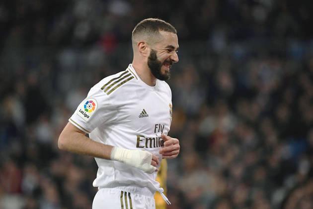 Na disputa - Benzema (Real Madrid) - 48 jogos, 27 gols e 11 assistências - Campeonato Espanhol e Supercopa da Espanha