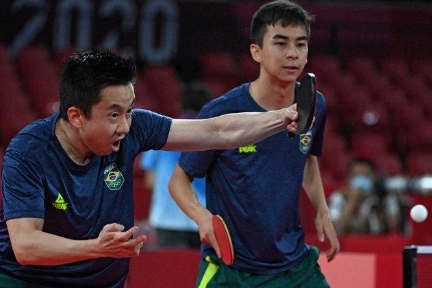 Na disputa de tênis de mesa por equipe masculino, o Brasil venceu a Sérvia por 3 sets 2 e avançou às quartas de final.