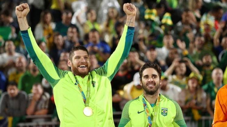 Na edição de 2016, quando sediou os Jogos Olímpicos, o Brasil bateu seu recorde de medalhas em uma mesma edição. Foram 19 insígnias para o país, sendo sete de ouro, seis de prata e seis de bronze. O número de campeões também foi o maior da história (na foto, a dupla de vôlei de praia Alison Cerutti e Bruno).