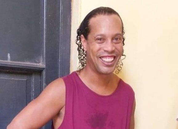 Na época, o advogado entrou com o pedido para que a prisão fosse domiciliar, o que não foi aceito pelo juiz Gustavo Amarrilla. Até que surgiu a primeira foto do ex-jogador na prisão.