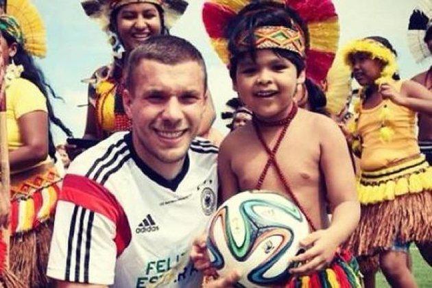 Na estadia da seleção alemã em Santa Cruz Cabrália, local paradisíaco na Bahia, durante a Copa de 2014, Podolski e seus companheiros de seleção tiraram diversas fotos e participaram de momentos inusitados. Um deles foi visitar e tirar fotos com os índios pataxós. Além de muitas imagens e simpatia, a seleção alemã foi abençoada pelos índios.