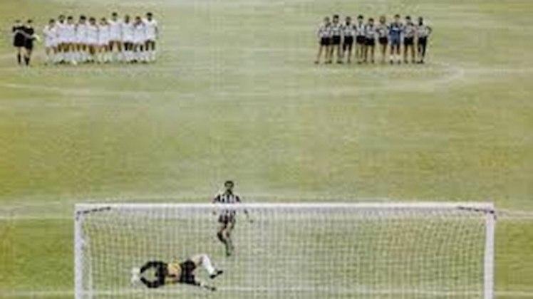 Na estreia do Brasileiro de 1988, os times empataram em 1 a 1, com Marcelo Henrique marcando para o Tricolor e Cláudio Adão igualando o placar. O regulamento previa disputa de pênaltis, mas os clubes se negaram e tiveram que voltar um mês depois ao estádio para apenas bater as penalidades