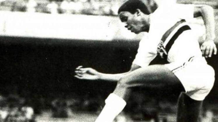 Na fase de grupos da Libertadores de 1982, o São Paulo enfrentou o Defensor, em Montevidéu. O Tricolor saiu com a vitória por 3 a 1, com dois gols de Serginho Chulapa e um do lateral Getúlio. (Na foto, o atacante Serginho Chulapa)