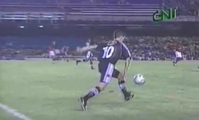 Na final da Taça Guanabara de 2000, o Vasco vencia o Flamengo por 5 a 1 quando Pedrinho resolveu fazer embaixadinhas para provocar os rubro-negros