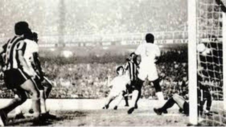 Na final do Carioca de 1971, o Botafogo era favorito. Mas um gol de Lula no fim do segundo tempo definiu a partida por 1 a 0 a favor dos tricolores. Os botafoguenses reclamam até hoje de falta no goleiro Ubirajara