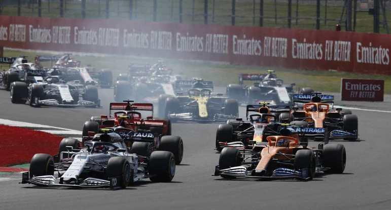 Na Fórmula 1, muitas etapas foram adiadas e outras foram canceladas, casos de Azerbaijão, Singapura, Japão, Brasil, Canadá, Estados Unidos, México e outros.
