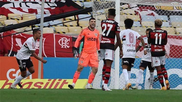 Na goleada por 4 a 1 sobre o Flamengo, no Maracanã, o São Paulo contou com uma tarde brilhante de Tiago Volpi. O goleiro defendeu dois pênaltis e ainda deu assistência para Luciano selar a goleada. Assim, foi o destaque maior da partida (Por Yago Rudá)
