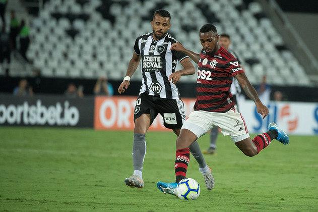 Na história do confronto, Botafogo e Flamengo já se enfrentaram 371 vezes. São 136 vitórias do Rubro-Negro, contra 112 do Botafogo e 123 empates.