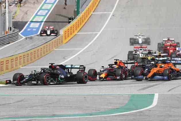 Na largada, Carlos Sainz apertou Max Verstappen na briga pela segunda posição