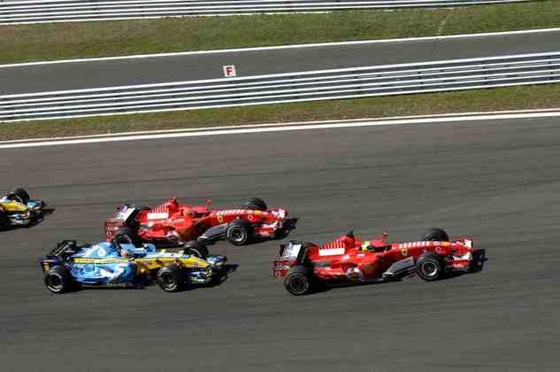Na largada, partiu muito bem e segurou Michael Schumacher e Fernando Alonso, que disputavam o título.