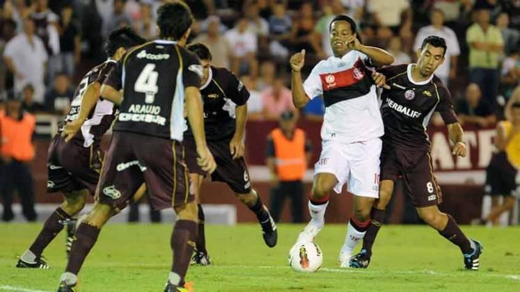 Na Libertadores de 2012, o Flamengo chegava com um ataque poderoso, contando com Ronaldinho Gaúcho, Vágner Love e Deivid. Entretanto, chegou no último jogo da fase de grupos dependendo de um milagre e, quando parecia que tudo ia dar certo após os cariocas vencerem o Lanús por 3 a 0, o Emelec anotou um gol no finalzinho do outro jogo e venceu sua partida, decretando a antecipada eliminação rubro-negra