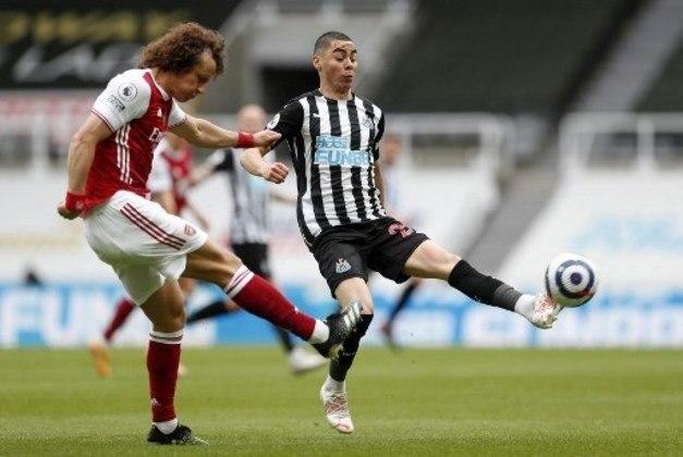 NA MÉDIA - David Luiz conseguiu achar bons passes, levou perigo ao adversário e foi seguro na marcação