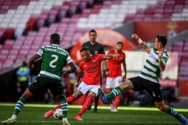 NA MÉDIA - Everton Cebolinha conseguiu dar uma linda assistência de calcanhar para o gol de Pizzi, mas não conseguiu ser efetivo em suas chances
