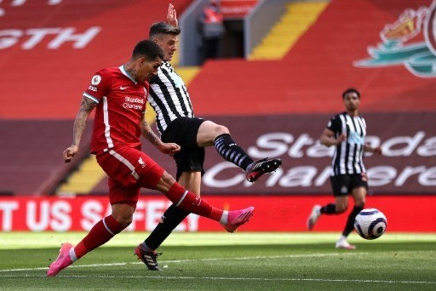 NA MÉDIA - Firmino teve uma chance para marcar e finalizou com muito perigo para a defesa do goleiro adversário, além de se movimentar bem