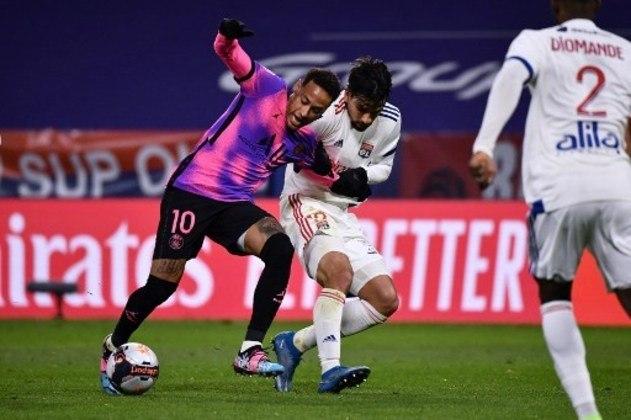 NA MÉDIA - Neymar retornou aos gramados após longo tempo afastado por lesão, mas pouco criou na vitória sobre o Lyon