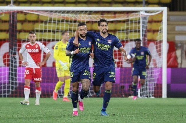 NA MÉDIA - Paquetá não teve participação direta nos gols do Lyon, mas criou chances, finalizou e não comprometeu o resultado