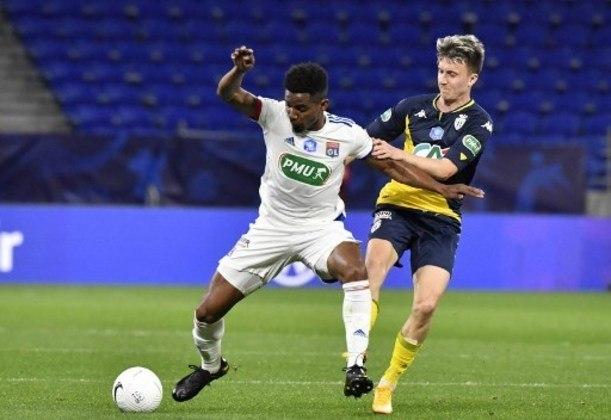 NA MÉDIA - Thiago Mendes foi consistente nos desarmes e quase marcou um gol em uma finalização de fora da área