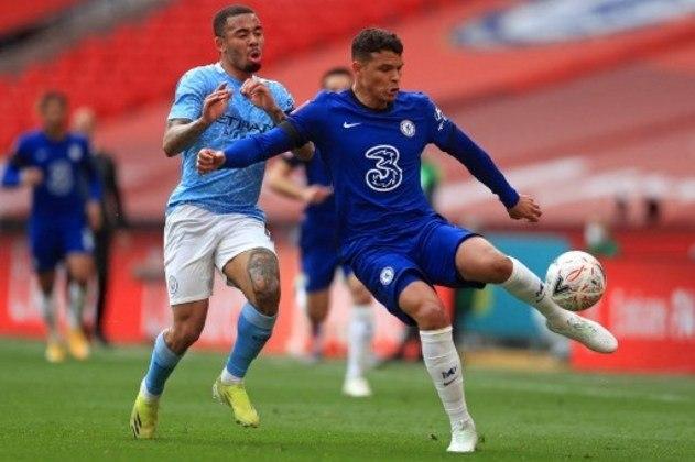 NA MÉDIA - Thiago Silva foi bem na partida contra o Fulham, apesar do adversário não ter sido muito perigoso no ataque