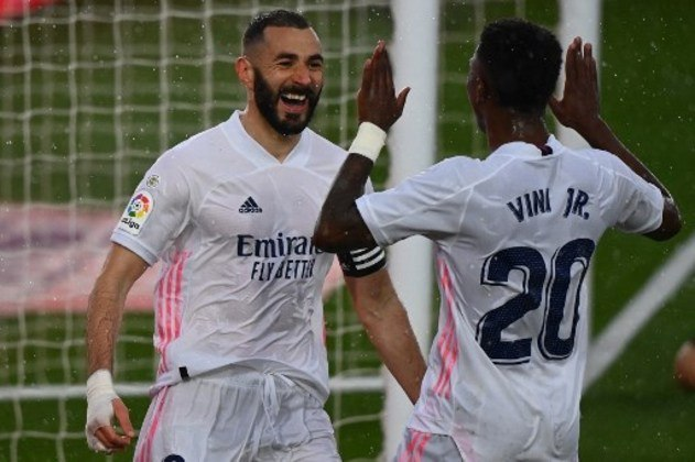 NA MÉDIA - Vinícius Júnior entrou no decorrer da partida e fez um lindo cruzamento para Benzema marcar um gol de cabeça