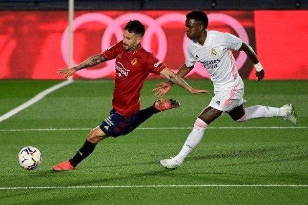 NA MÉDIA - Vinícius Júnior teve uma finalização para fora, criou algumas oportunidades, mas foi bem no momento ofensivo e não comprometeu a vitória do Real Madrid