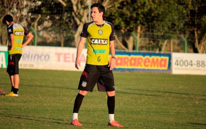 Na metade final de 2014, foi novamente emprestado ao Figueirense, em mais uma passagem regular, atuando em 20 partidas e anotando quatro gols.