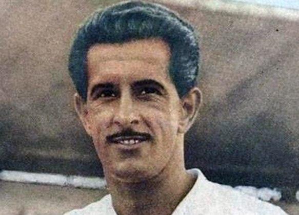 Na oitava posição está o zagueiro Olavo, que atuou pelo Corinthians em 506 jogos, entre os anos de 1952 a 1961. Foi bicampeão paulista e do Rio-SP em 1953 e 1954.