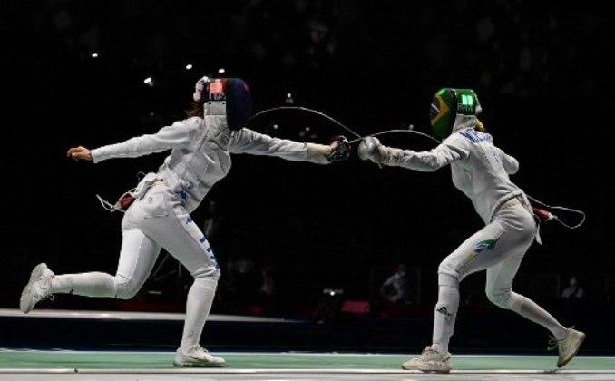 Na prorrogação, a brasileira Nathalie Moelhausen foi derrotada pela italiana Rosella Fiamingo por 10 a 9 e está fora da disputa por medalhas em Tóquio. A italiana é a atual vice-campeã olímpica.