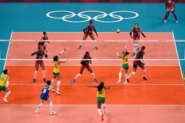 Na quadra, o Brasil venceu com emoção. A Seleção Brasileira superou a República Dominicana no tie-break e conquistou a segunda vitória no vôlei feminino. Na próxima rodada, a equipe brasileira decide a liderança do Grupo A contra a Sérvia, que lidera o grupo e venceu as duas partidas por 3 sets a 0.