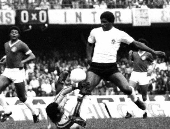 Na quarta posição aparece o lateral-direito Zé Maria, que jogou de 1970 a 1983 no Corinthians, atuando em 599 partidas. Foi tetracampeão paulista ganhando nos anos de 1979, 1982, 1983, 1988.