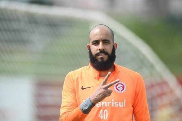 Na reserva de Marcelo Lomba, Danilo disputou apenas quatro partidas na última temporada e pode estar interessado em novos ares. Vínculo dele com o Colorado se encerra em dezembro.