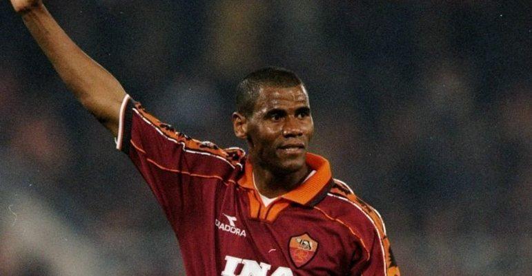 Na Roma, a camisa 6 foi aposentada por um bom tempo por conta do brasileiro Aldair, um dos maiores defensores da equipe. No entanto, em 2013, ele mesmo liberou que outro jogador a utilizasse