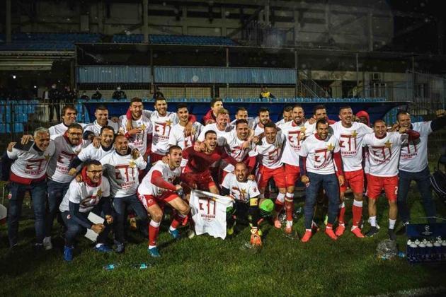 Na Sérvia, após uma semana do retorno do futebol, em 29 de maio, a federação de futebol do país autorizou a entrada de mais de 14 mil torcedores no Estádio Marakana, para o jogo entre Estrela Vermelha, que recebeu a taça do campeonato nacional, e Radnicki