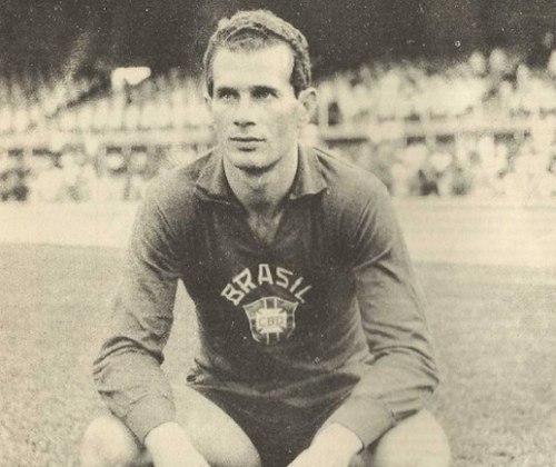 Na sua passagem, o arqueiro chegou a ser convocado para a Seleção Brasileira. No São Paulo, venceu o Campeonato Paulista de 1970 e 1971.