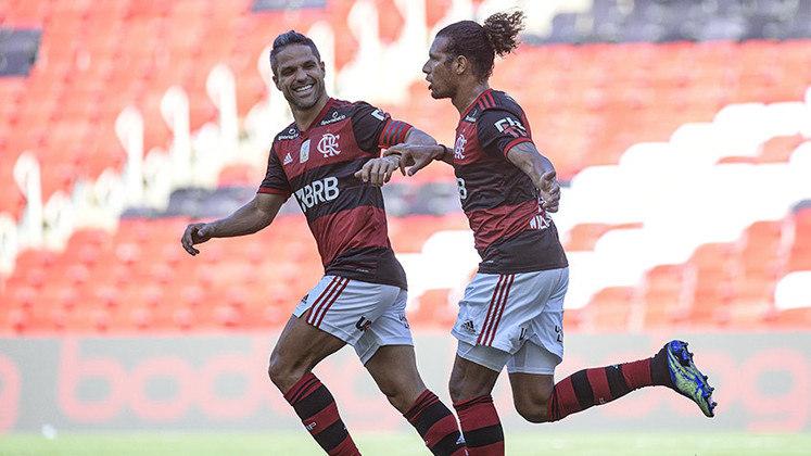 Na tarde deste domingo, 14, o Flamengo venceu o Corinthians por 2 a 1, no Maracanã, em partida válida pela 36ª rodada do Brasileirão. Willian Arão e Gabigol marcaram os gols da vitória. Com o resultado, o Rubro-Negro carioca segue vivo na luta pelo título da competição. Veja as notas: