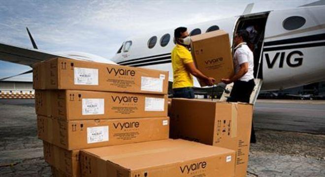 Na tarde deste domingo (26), 13 máquinas chegaram ao Estado. Até terça-feira (28), outras 22 devem desembarcar no Recife