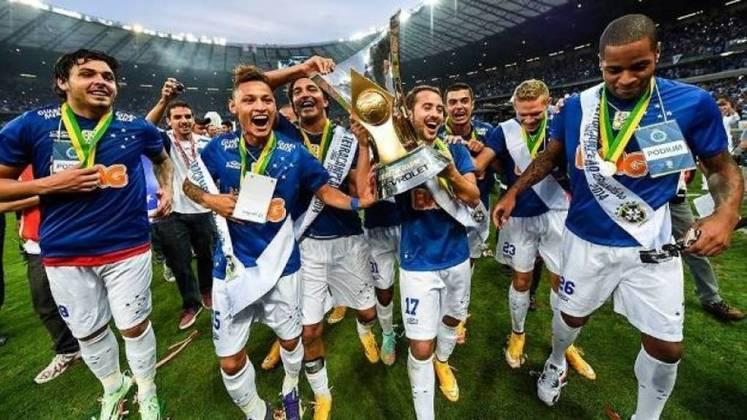 Na última década, o Cruzeiro foi campeão duas vezes do Brasileiro e da Copa do Brasil (2013 e 2014), além de quatro títulos estaduais (2011, 14, 18 e 19). No momento, porém, o clube está disputando a Série B, vivendo a pior crise financeira e administrativa de sua história.