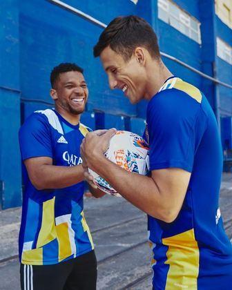 Na última quinta-feira (1), o Boca Juniors lançou uma camisa comemorativa, em homenagem ao bairro de La Boca, área da cidade de Buenos Aires, Argentina. Baseado no uniforme Xeneize, relembre as camisas três mais polémicas do futebol.