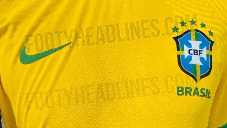 Na última sexta-feira, o presidente da CBF, Rogério Caboclo, anunciou que o Brasil vai estrear seu novo uniforme na terceira rodada das Eliminatórias sul-americanas, diante da Venezuela,  em 13 de novembro. O lançamento estava previsto para a Copa América deste ano, mas terminou adiado depois de pedidos de ajuste da CBF. Veja fotos do uniforme!
