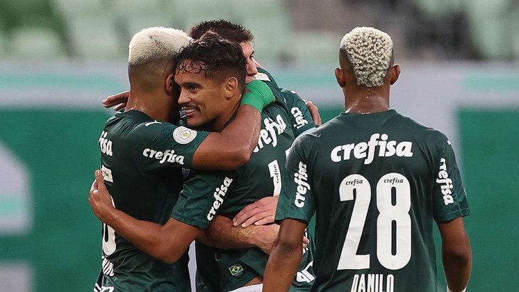 Na vitória do Palmeiras por 3 a 0 sobre o Fortaleza, no Allianz Parque, o grande destaque foi Gustavo Scarpa. O meio-campista fez um belo gol de falta e participou decisivamente do segundo da equipe, ainda na primeira etapa (por Nosso Palestra)