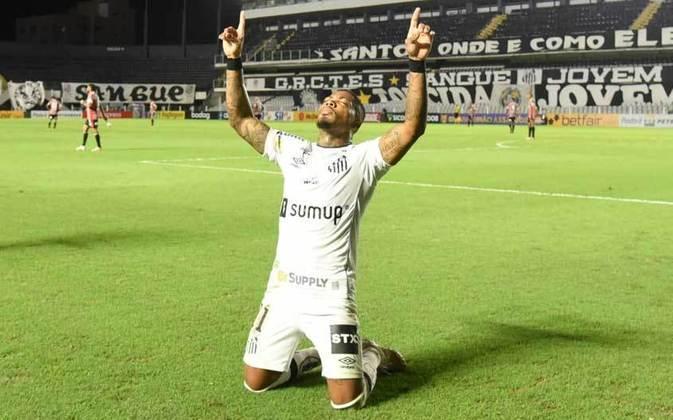 Na vitória do Santos sobre o São Paulo por 2 a 0, na Vila Belmiro, o atacante Marinho deu sinais de que pode retomar o futebol que o consagrou na temporada passada. O jogador fez o primeiro gol da partida, chutou uma falta no travessão e foi um dos protagonistas do duelo (notas por Diário do Peixe)
