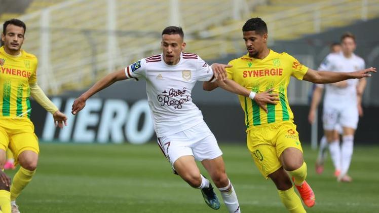 Na zona da degola, Reims, Bordeaux, Strasbourg, Brest, Lorient e Nantes lutam para escapar do playoff de rebaixamento. Nîmes e Dijon já estão rebaixados.