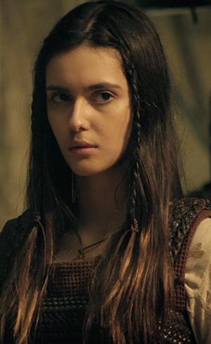 Naamá (jovem) (Rafaela Sampaio ): Esposa de Noé e filha de Lameque. Deixa o pai e a cidade para se casar com Noé.