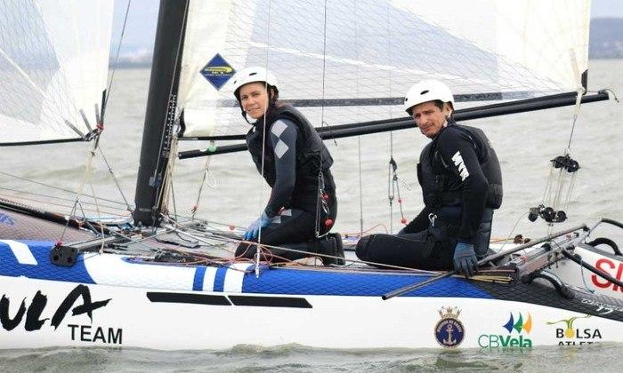 NACRA 17 - Nas últimas três regatas realizadas neste domingo na classe Nacra 17, Samuel Albrecht e Gabriela Nicolino conseguiram as 18ª, 10ª e 10ª colocações, terminando assim na 10ª posição geral, a última que dá vaga na medal race