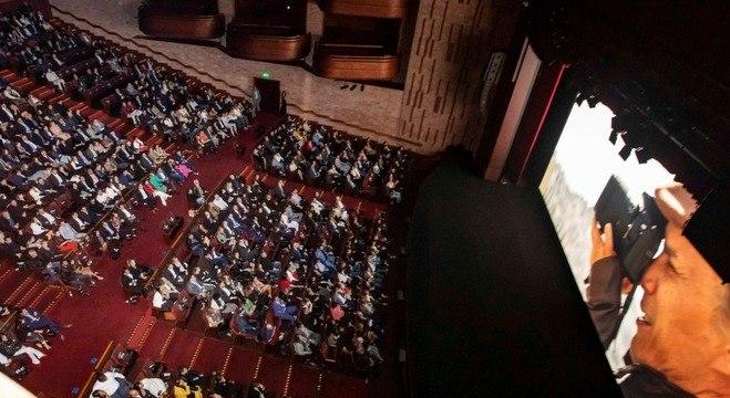 Sala do teatro estava com lotação máxima na noite da pré-estreia