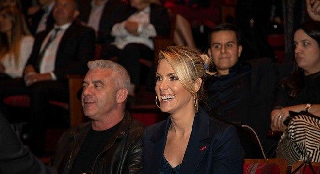 Ana Hickmann assistiu ao filme na companhia do marido, Alexandre Correa