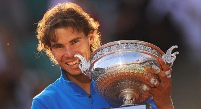 Nadal voltou a frustrar os planos de Federer em Paris no ano de 2011. Ele derrotou o suíço na decisão por 3 a 1, com parciais de 7-5, 7-6 (3), 5-7 e 6-1, e alcançou o sexto título do Grand Slam francês, igualando Bjorn Borg como maior vencedor até então.