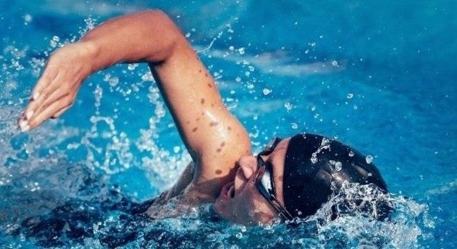 nadar e fazer academia