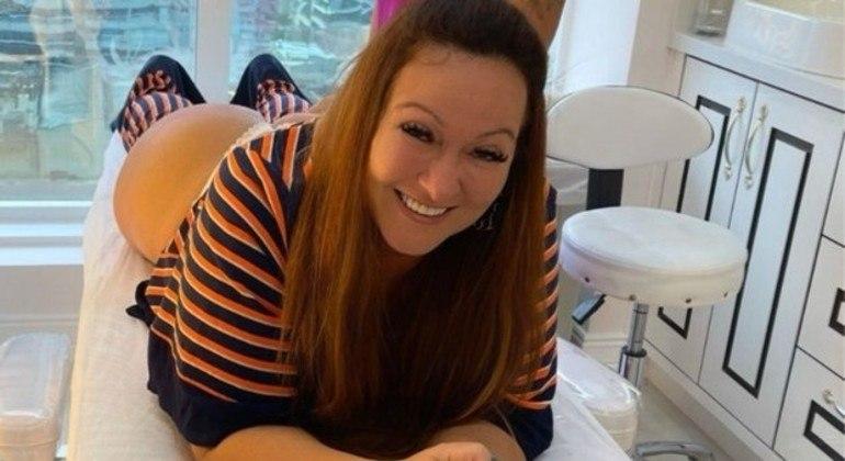 Nadine fez tratamento para ficar com bumbum mais jovem