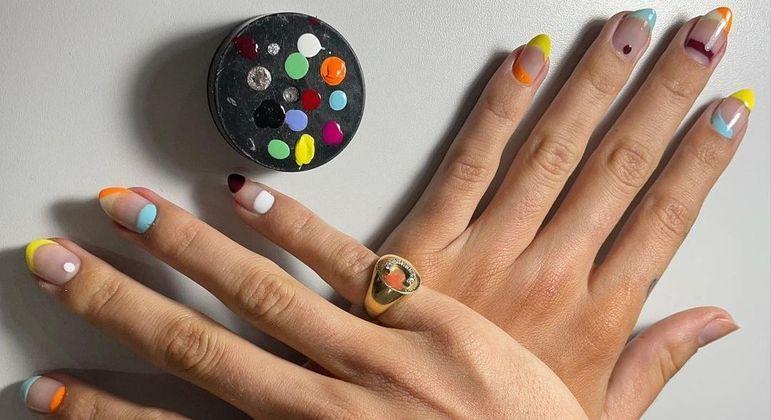 Nail art é uma tendência permanente e o estilo minimalista tem feito sucesso