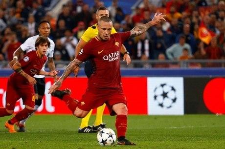 Nainggolan fez 2 da Roma na vitória por 4 a 2 contra o Liverpool